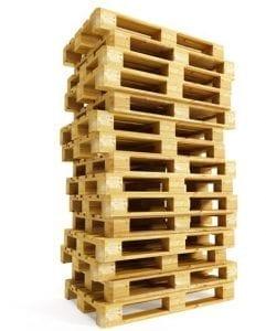 stapel houten pallets 2